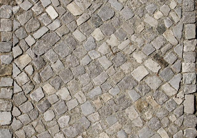 Handwerklich professionell gepflastert: Bernburger Mosaikpflaster.